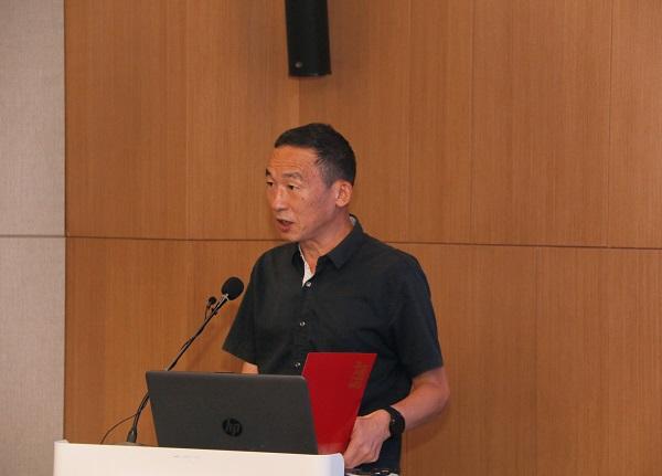 集团公司监事会主席、党委副书记陈百斌宣读表彰文件.jpg